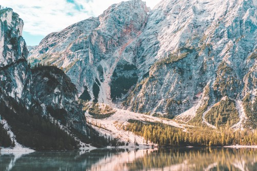 beautiful-scenery-over-the-lake-braies-dolomites_free_stock_photos_picjumbo_DSC02210b94c436b85b758b6.jpg
