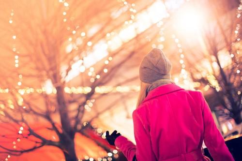 beautiful-woman-at-christmas-market1119f544e4a6bee5.jpg