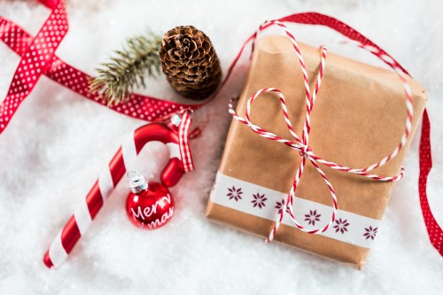 christmas-present-and-decorations-in-snowdb63574ff5ea24c1.jpg