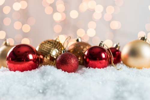 christmas-tree-decorations-with-lovely-bokehcc048a80186458b0.jpg