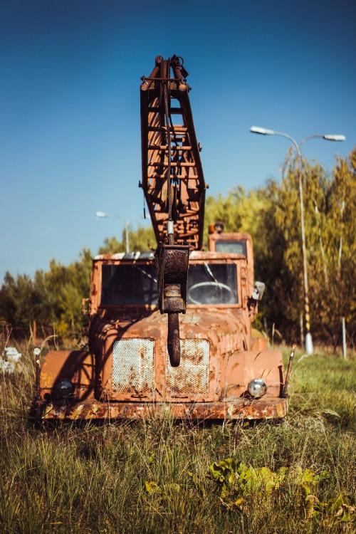 abandoned-crane-truck7b21d8b6b907bb54.jpg