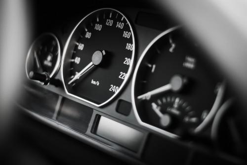 bmw-speed-o-meter3178af316c9f591b.jpg
