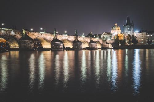 charles-bridge-in-prague-at-night_free_stock_photos_picjumbo_DSC00913e87aca16c80d49b7.jpg