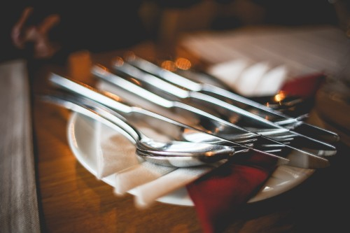 close-up-of-table-setting-with-cutlery_free_stock_photos_picjumbo_HNCK4560ebe3c7c89568d4f3.jpg
