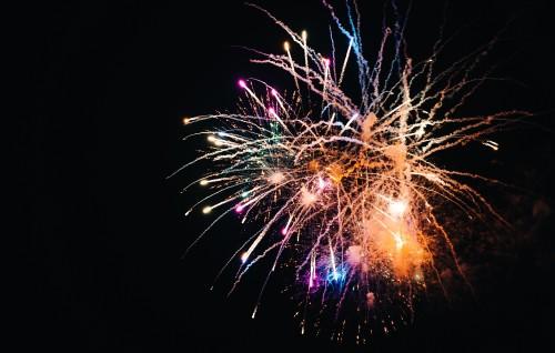 colorful-fireworks-against-black-sky26cfd020eb8b242e.jpg