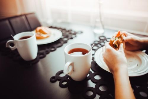 healthy-morning-snack-with-a-tea9259301ac5e0a7bc.jpg