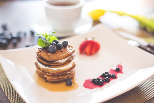 healthy-pancakes-with-cottage-cheese-and-blueberries_free_stock_photos_picjumbo_HNCK2065328d9376d551397d.jpg