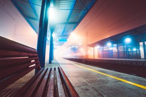 train-leaving-railway-station-in-foggy-night_free_stock_photos_picjumbo_HNCK977338e8838664d7b551.jpg