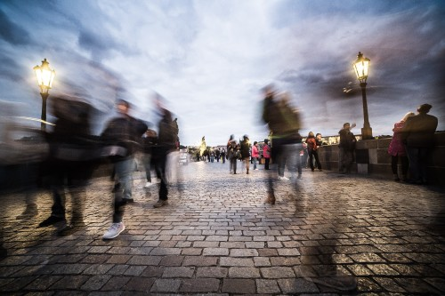 chaotic-people-on-charles-bridge-in-prague_free_stock_photos_picjumbo_HNCK9329921369d9378a08f8.jpg
