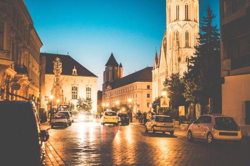 rush-streets-of-budapest-hungary-at-night_free_stock_photos_picjumbo_DSC00026e0b6ff5435790369.jpg