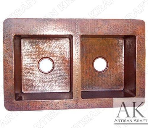 Terra-Double-Well-Farmhouse-Hammered-Copper-Sink0f2b0073c6c67228.jpg